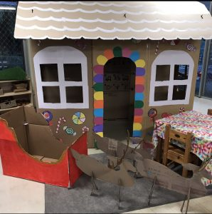 Christmas Pretend Play House And Sleigh With Reindeers