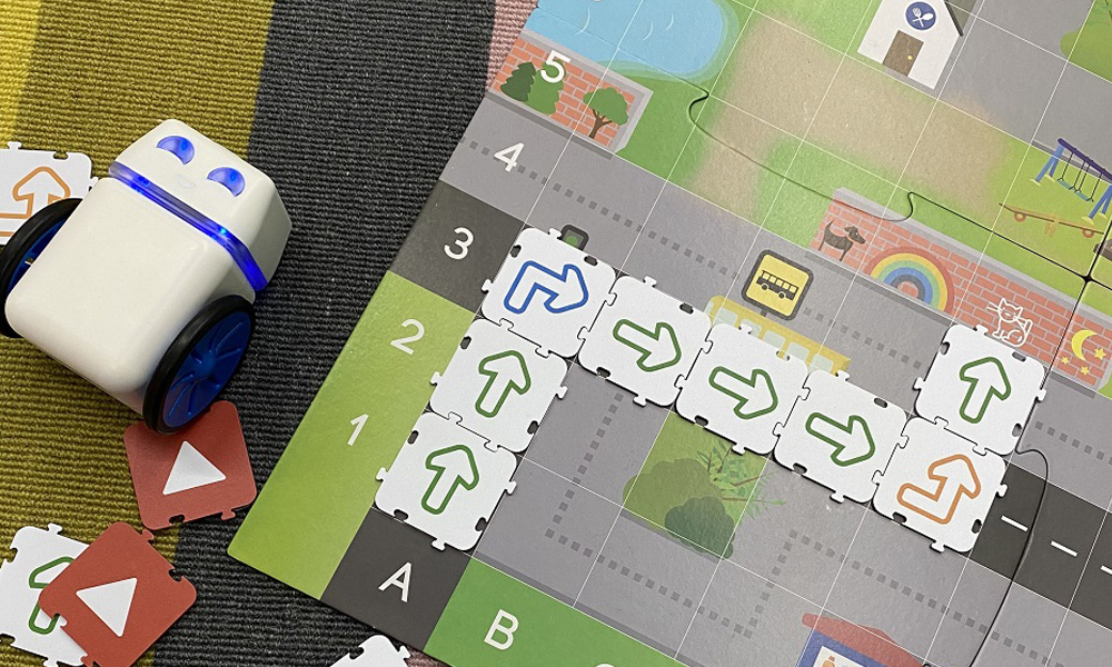 Kubo Robotics Birds eye view on carpet